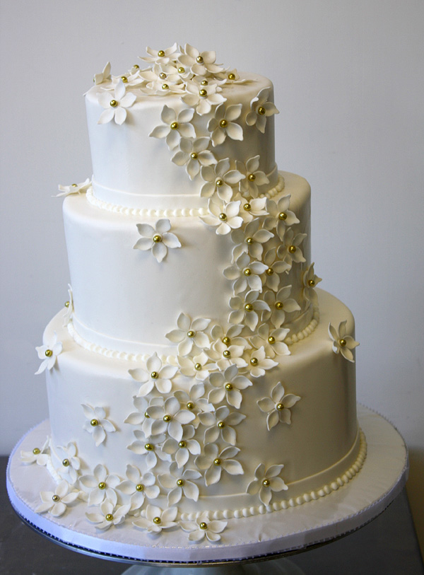 Safeway Wedding Cakes. Getting married is one of the most important events in the life of most adults. Making the wedding day perfect is the goal of all couples and the cake cutting ritual is an important part of that special day.